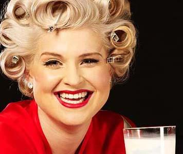 Kelly Osbourne macht Werbung für Milch