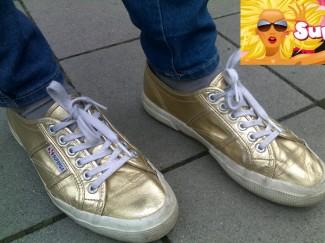 Gold: SUPERGA-Schuhe erobern die Straßen in Deutschland